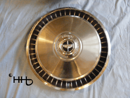 front view of hubcap # c15ford1972_4