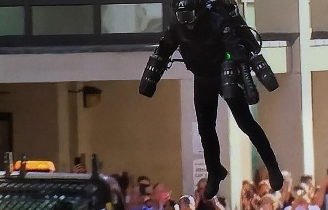 トム・クルーズがミッションインポッシブルでついにジェットスーツを使うか!?5000万円で空飛ぶ夢を実現したリチャード・ブラウニングとは?ギネスも達成した!