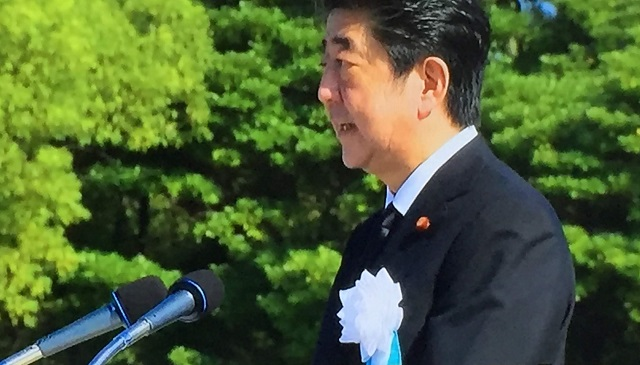 原爆の日に平和記念式典で安倍首相は核兵器禁止条約に触れず?被爆国として廃絶は絶対命題だが、北朝鮮の核と拉致問題解決のためアメリカの核の傘を否定できない立場か。