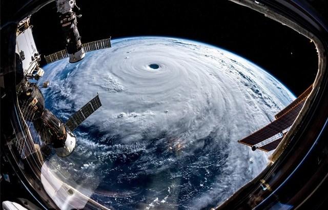 台風24号(チャーミー)が列島縦断。惑星の巨大な栓と例えたゲルストの驚嘆がよく分かる。中心風速45mの非常に強い勢力に警戒を。