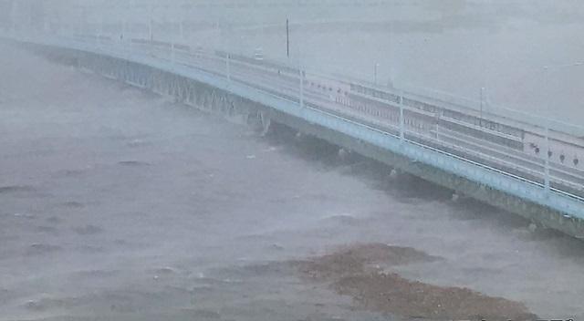 【速報】台風21号が関西・大阪直撃。大都市圏の淀川が決壊危険水位に到達する非常事態。 タンカー宝運丸も関空付近の連絡協に衝突する突風が襲っています。