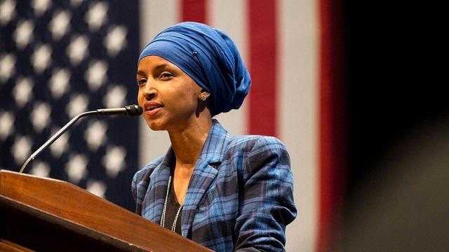 イルハン・オマルが当選。オカシオコルテスなど女性候補が100人以上当選した中間選挙が終わった。ねじれでトランプ大統領の苦闘が続く。