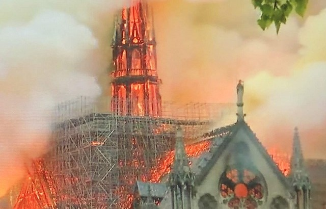 ノートルダム大聖堂が全焼か。損害賠償請求額は天文学的な金額になる可能性が。