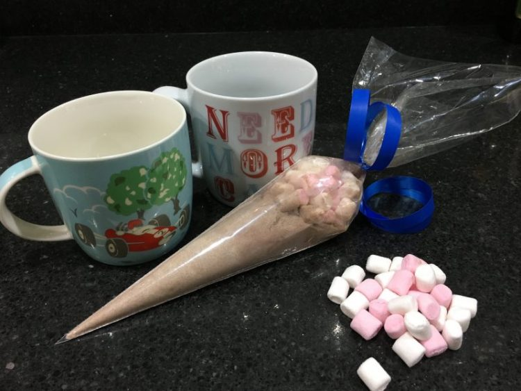 Buzymum - Hot chocolate and mug party gift