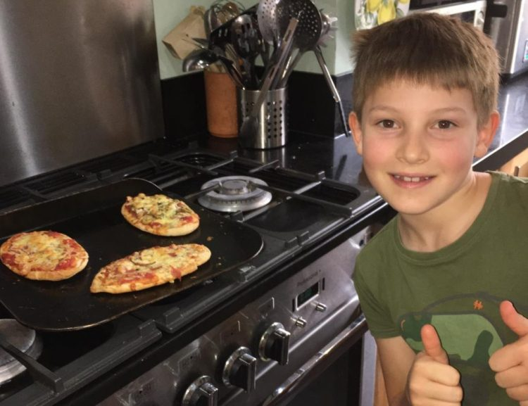 Buzymum - The Boy has made pitta pizzas!
