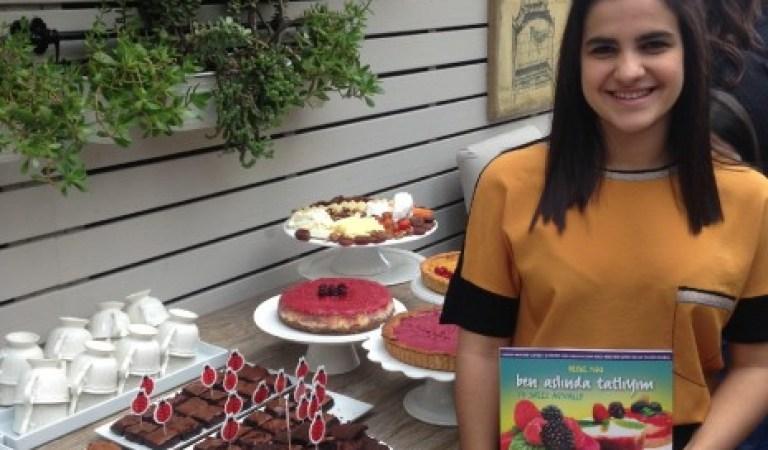 Kanser Hastası Arkadaşı İçin Şekersiz Tatlılar Kitabı Yazan Güzel Yürekli Defne