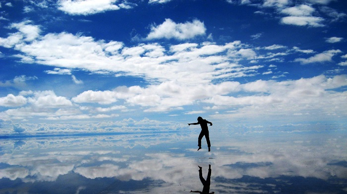 Photo Credit http://foundtheworld.com/salar-de-uyuni/