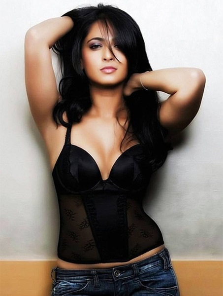 Photo Credit http://www.mensxp.com/gallery/actresses/22786-anushka-shetty-p5.html