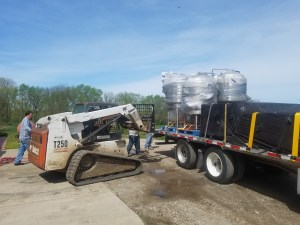 fork truck unloading tanks