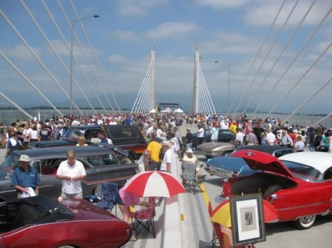 The crowded bridge deck at the Golden Ears Bridge opening celebration! Photo by CJ Stebbing.