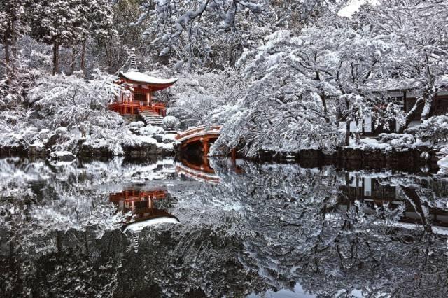 Karla Gizlenmiş Japonya'da ki Bir Tapınak