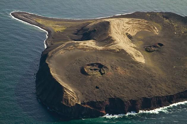 Surtsey Adası