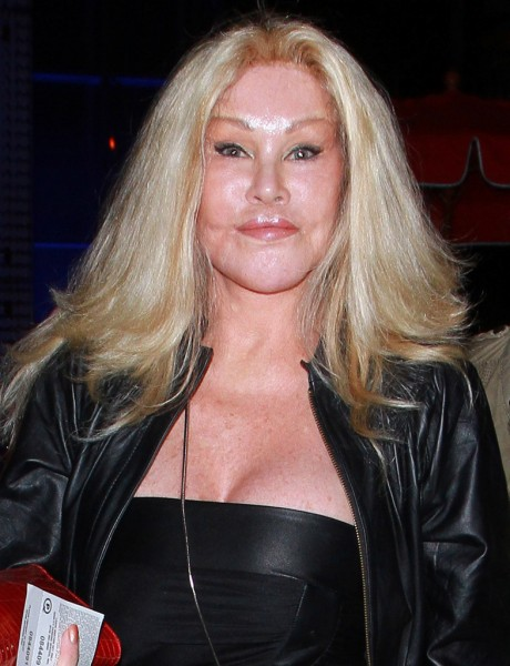 Jocelyn+Wildenstein+aka+Cat+Woman+gives+forced+5tXT7y_fRMRx