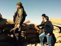 Le fixeur Saïd Mahmoud avec des soldats kurdes en 2015.