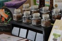 De nombreux visiteurs ont aimé goûter les insectes de l'entreprise Micronutris ( Crédit photo : Adrien De Volontat )