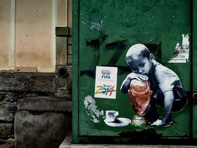 ブラジルワールドカップに反対するストリートアート (4)