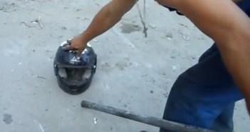 中国製のヘルメットを殴ってみた