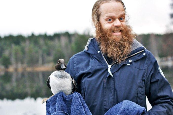 duck-rescue-frozen-lake-norway-6