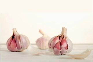 Garlic to get rid of mole on skin