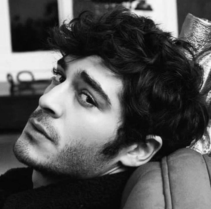 Burak-Deniz-Hot-Turkish-Actor-Turkish-men-photos-hairstyle-black-n-white