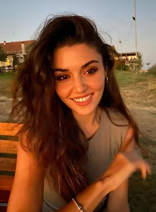 Hande Erçel Age, Husband, Surprising Facts about the Turkish Actress