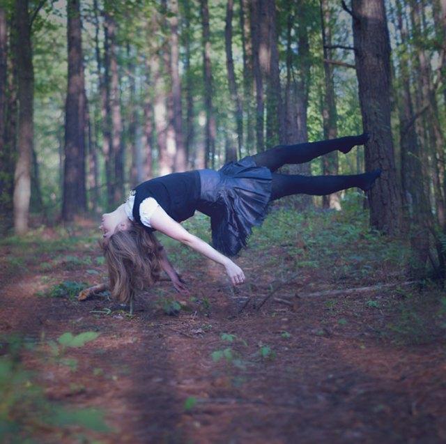 nneka-ewulonu-photography-brunette-girl-woman-floating-forest