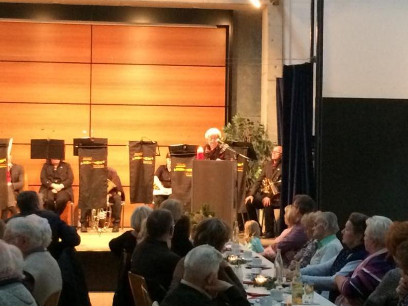 Brunhilde Ahles liest eine Weihnachtsgeschichte