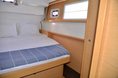 45 Lagoon 450 Sandy Interior-09