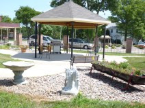 Blue Valley Nursing Home Enclosed Garden | Nebraska Nursing Care Homes