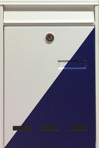 Dieser blau-weiße Briefkasten ist beim ADEG Markt Moosbrugger in Gisingen zu finden und freut sich auf Ihre Nachwuchsspende.