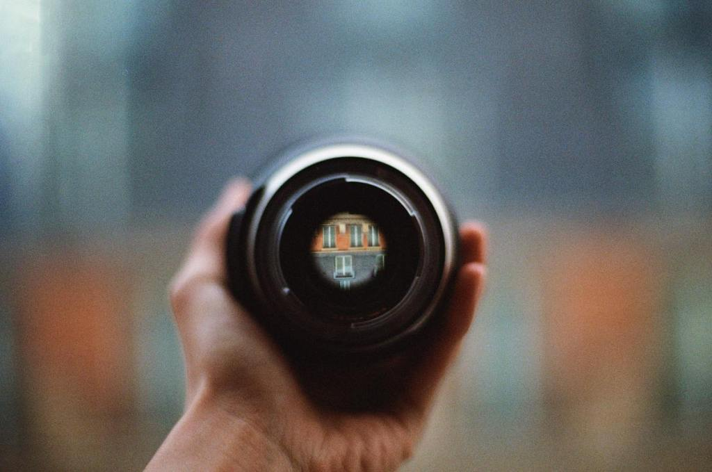 camera-lens-with-wide-aperture