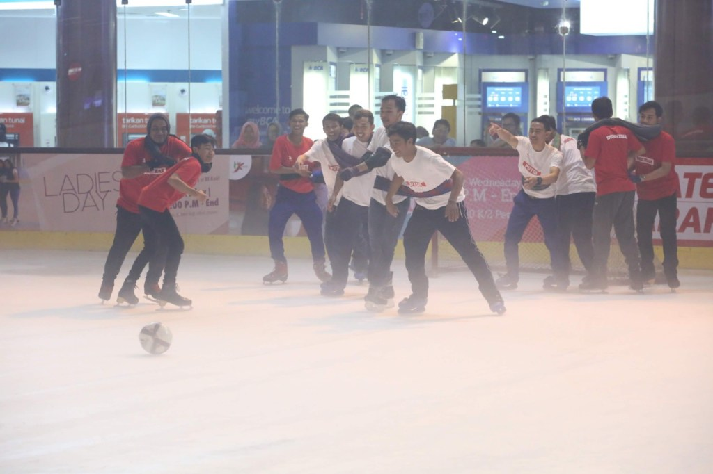 Futsal on Ice di BX Rink Bintaro Xchange Ice Skating RInk HUT RI 74 - 19