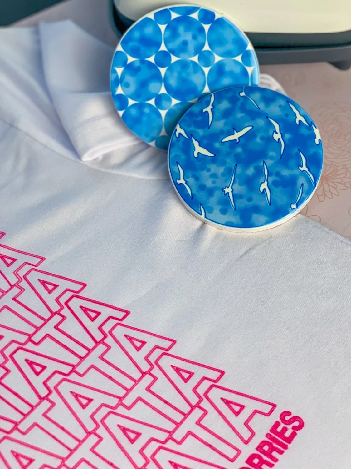 Cricuts Infusible Ink pens are a great way to customize and take your designs to a whole new level, with its seamless designs. #ideas #projects #shirt