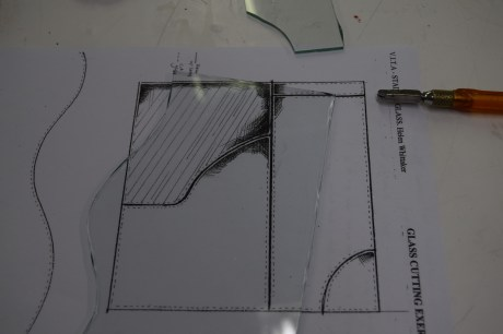 Cartoon for sizing glass pieces