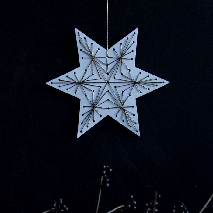 DIY-christmas-string-art-ornament-700