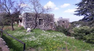 Old House for Sale Zaaitra Kesserwan Housing Area 100Sqm