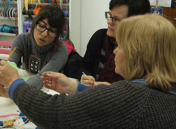 Tejiendo Malasaña: taller guerra de botones