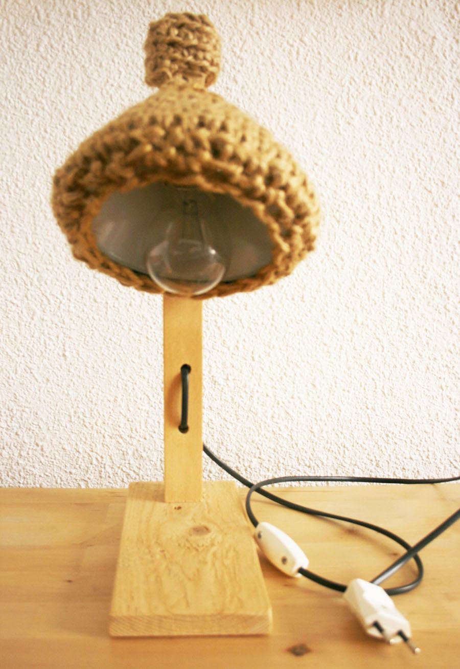 Lámpara de madera y crochet