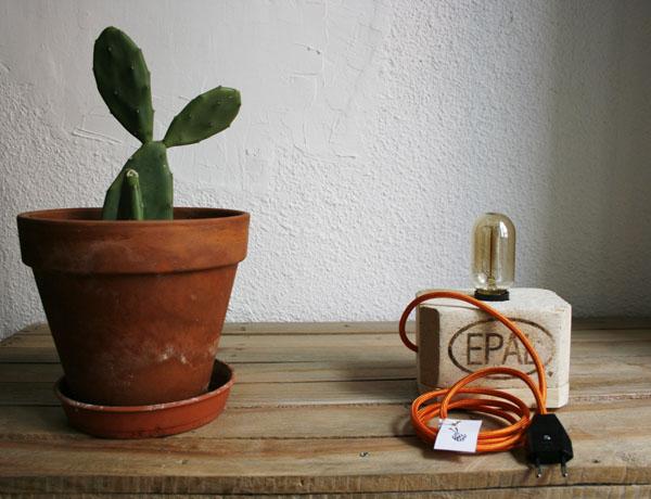 Lámpara de madera con cable de tela naranja | By Cousiñas