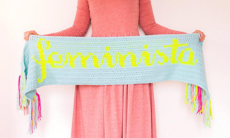 Patrón gratis en crochet bufanda feminista | By Cousiñas
