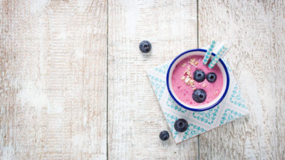Super berry smoothie with blueberries Designed by Designed by Valeria_Aksakova / Freepik