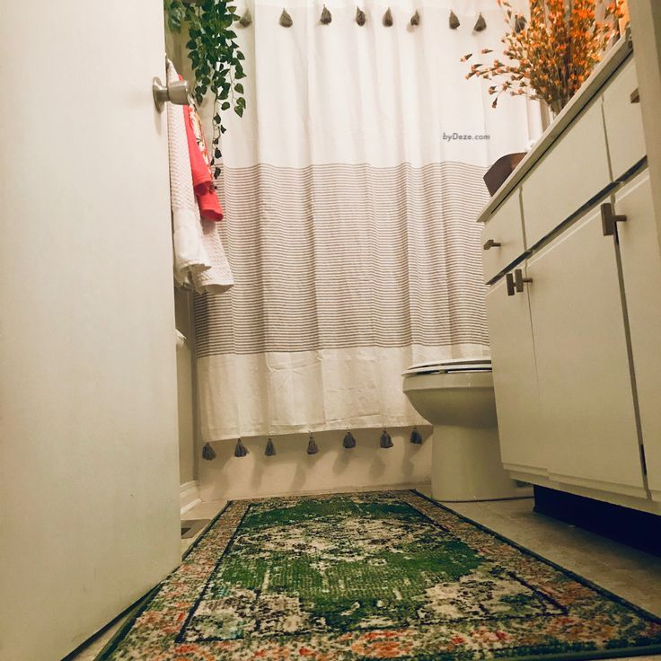 another picture of the small bathroom after the makeover, with the focus on the vintage rug