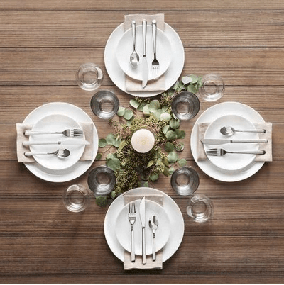 A modern simple holiday tablescape