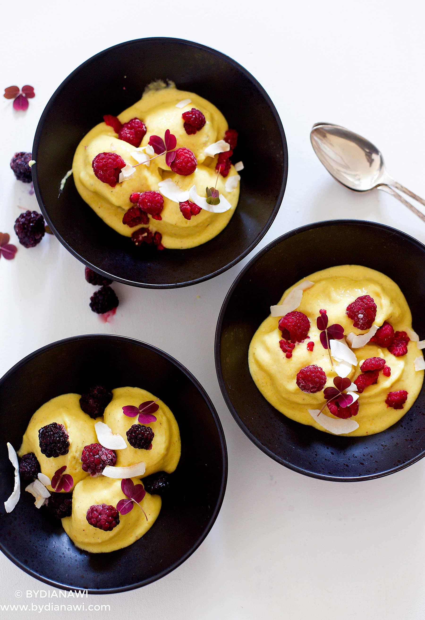 Opskrift på sund bananis med ingefær, mango og gurkemeje
