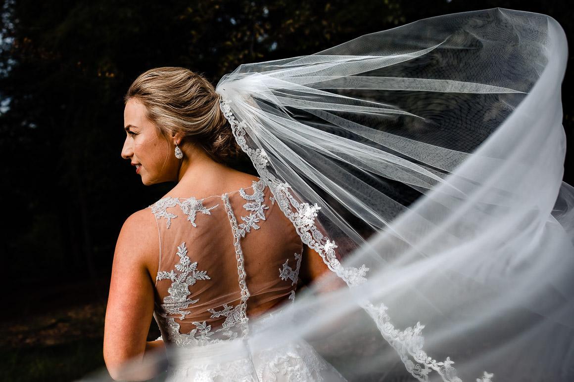 bruid met haar prachtige sluier