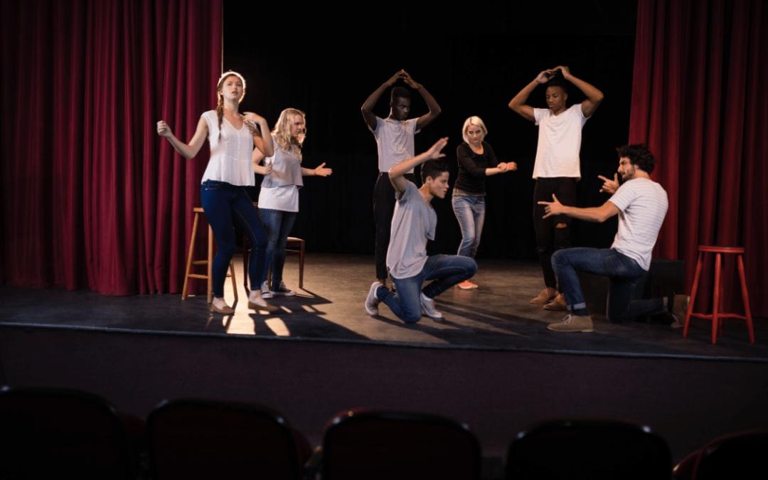 Faire du théâtre pour vaincre la timidité