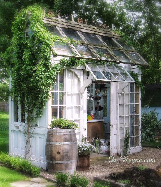 Drømmen om et lite drivhus, og et skjermet sted i hagen