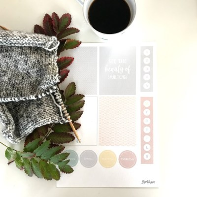 Duse farger og small things i scrappepakken for september