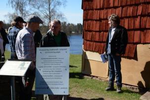 Timmerman Karl-Magnus Melin berättar om restaureringen.