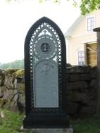 Unik gjutjärnsvård på Adelövs kyrkogård, från 1866 med frimurarsymboler.